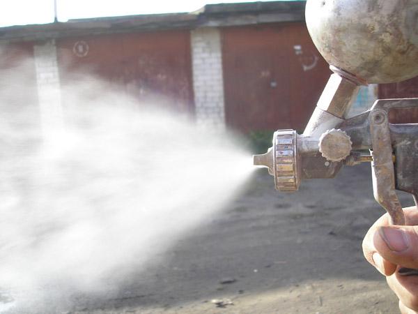 Популярный среди гаражников итальянский распылитель GAV распыляет остатки краски